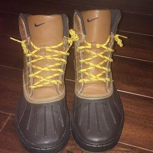 Nike ACG kids size 7 boots